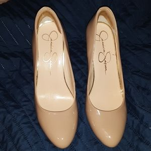 Jessica Simpson worn all of 2 hours . Size 9